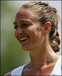 France's Mary Pierce celebrates her win over Italy's Flavia Pennetta