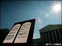 Copia de los Diez Mandamientos frente a la Corte Suprema de EE.UU.