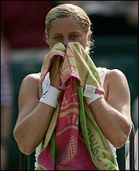 Kim Clijsters suffers a 6-3 6-7 (4-7) 6-3 defeat to top seed Lindsay Davenport