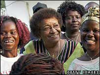 Ellen Johnson-Sirleaf with women supporters