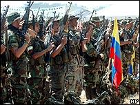 Paramilitares en Taraz�