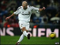 Zinedine Zidane jugando
