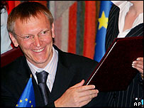 Janez Potocnik, EU commissioner for science and research holds the agreement signed at Moscow's President Hotel on 28 June 2005