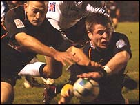 Ceri Sweeney beats Richard Fussell to the loose ball for a Dragons try