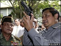 Gen Sutarto and Indonesian President Susilo Bambang Yudhoyono