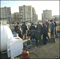 Georgians queue to fill up gas canisters in Ponichala outside Tbilisi