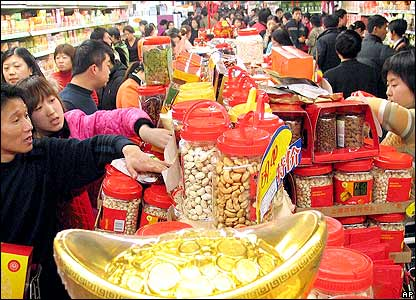 Customers crowd a shop in Jinan, capital of east China's Shandong province, on Sunday, Jan. 22, 2006.