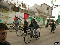 Hamas supporters campaign by bicycle