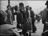 """""""El beso del Hotel de Ville"""", París, 1950."""