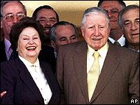 Lucia Hiriart y Augusto Pinochet