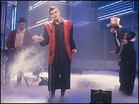 Coldcut and Lisa Stansfield performing People Hold On on Top Of The Pops