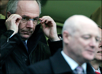 Sven-Goran Eriksson was pictured in a national newspaper meeting Chelsea chief executive Peter Kenyon (right)