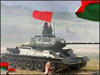 Танки во время открытия 'Линии Сталина'
