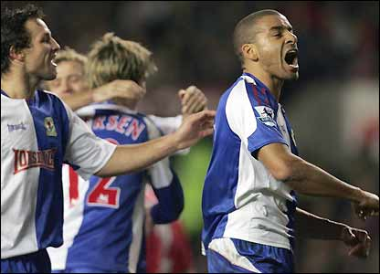 Steven Reid (r) and Lucas Neill celebrate