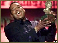 Luther Vandross accepting the Quincy Jones Award for Outstanding Career Achievements in Los Angeles in 1999