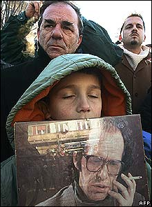 A boy hold a picture of the late Ibrahim Rugova