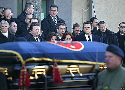 The family of Ibrahim Rugova stare as his coffin passes by