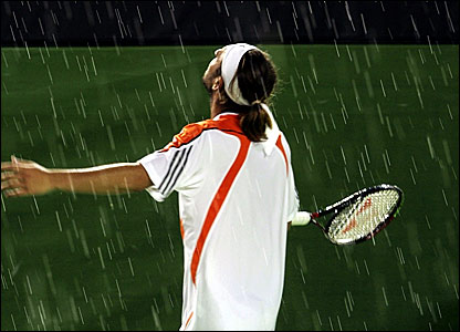 Marcos Baghdatis looks to the heavens as rain interrupts the final set of his semi-final against David Nalbandian