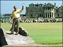 Jack Nicklaus says farewell to St Andrews in 2000