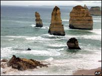 The Twelve Apostles, moments after the collapse, July 3, 2005