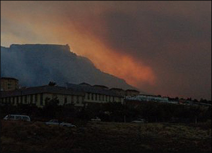 Table Mountain on fire [Andy Bytheway]