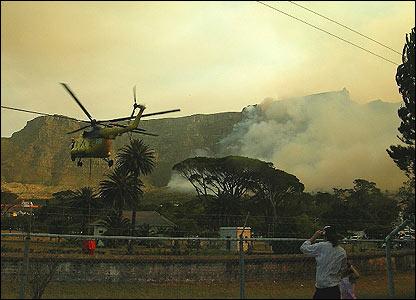Helicopter landing [Miriam Mannak]