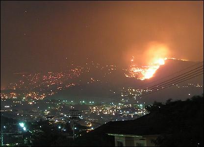 Cape Town fiery night sky [Simon Paton]