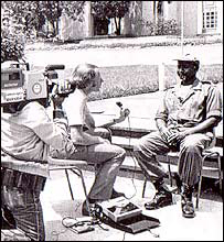 Cameraman Mo Amin films Mike Wooldridge and Yoweri Museveni in 1986