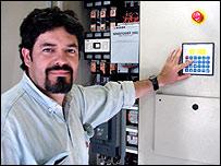 Fabián Villegas, técnico del parque eólico de Comodoro Rivadavia