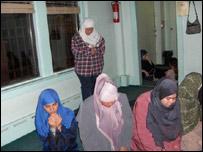 Latinas musulmanas rezando