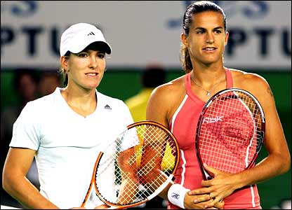 Justine Henin-Hardenne and Amelie Mauresmo line up for the women's final