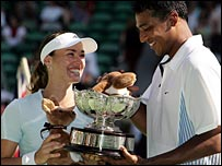 Mahesh Bhupathi and Martina Hingis celebrate their mixed doubles win