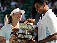 Mahesh Bhupathi and Martina Hingis celebrate their mixed doubles win