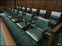 Asientos para el jurado en el tribunal de Houston.