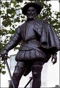 Sir Walter Raleigh statue