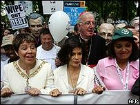Bianca Jagger en la marcha del 2 de Julio en Escocia