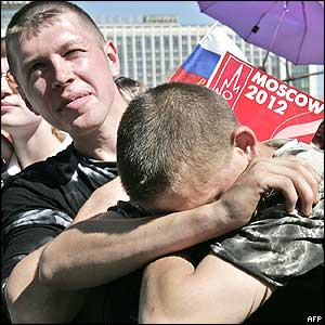 Two men show their disappointment after the announcement of result in Moscow