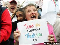 Londinenses celebrando el triunfo
