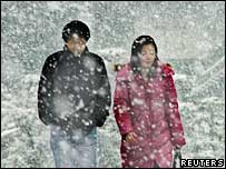 Japanese couple walk in the snow - archive