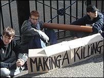 Weir protest