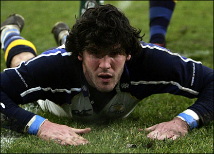 Shane Horgan dives in at the tryline for Leinster