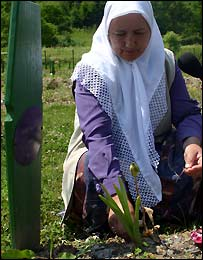 Fadila Efendic at her son's grave