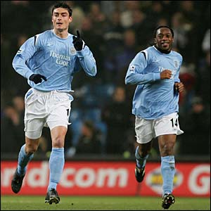 Albert Riera celebrates his goal for City