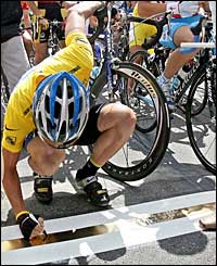 Yellow jersey-holder Lance Armstrong autographs the start line at Pforzheim in Germany