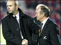 Sir Clive Woodward (left) and Graham Henry shake hands after the third Test