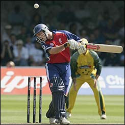 Strauss ducks a Brett Lee bouncer but is soon out to another Australian bowler Michael Kasprowicz