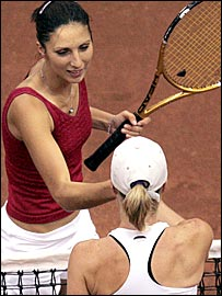 Anastasia Myskina beat Jill Craybas to give Russia victory