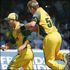 Lee thanks Ricky Ponting for an amazing catch to dismiss Giles for the bowler's fifth wicket