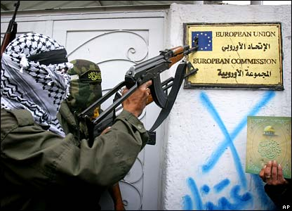 Palestinian militants surround the EU offices in Gaza