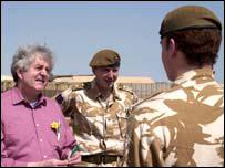 Rhodri Morgan yn Irac